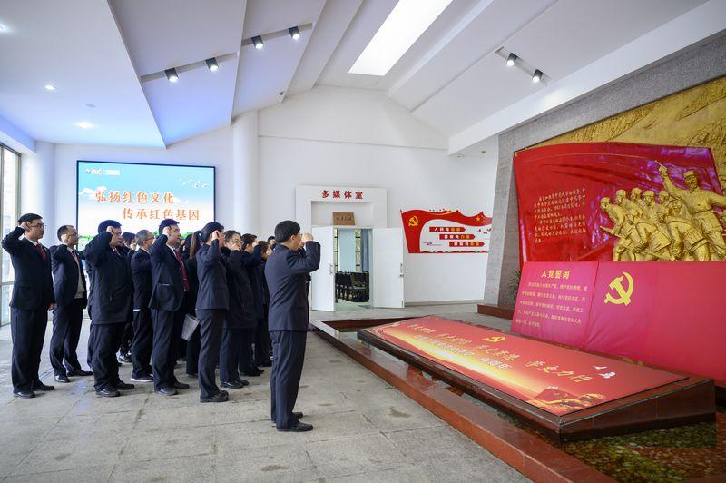 我院组织干警参观红色教育基地 重温光荣革命传统.jpg